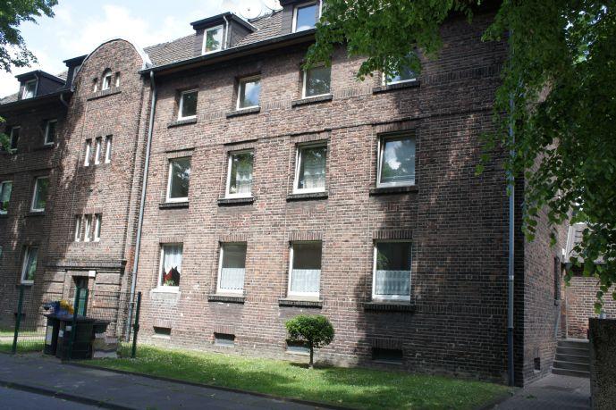 Wohnen am Rhein: helle renovierte 2,5 Raum Whg mit Balkon in Duisburg-Beeckerwerth **WBS erforderlich**