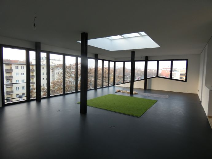 Super cooles Penthouse mit Wasserblick in Citywest