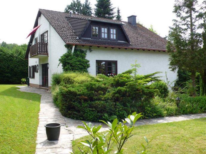 Sehr EXCLUSIVES LANDHAUS-VILLEN-ANWESEN mit GEWERBEHALLE in besonders schöner Vorort-Wohnlage von Pirmasens