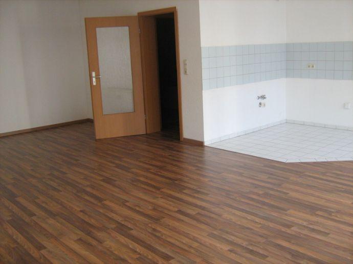 Bild 2 Von 7: Wohnzimmer Mit Offener Küche