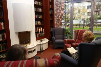 seniorengerechtes wohnen mit serviceleistungen mitten in krefeld inkl betreuungspauschale. Black Bedroom Furniture Sets. Home Design Ideas