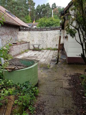 zu Terrasse und Wasserstelle
