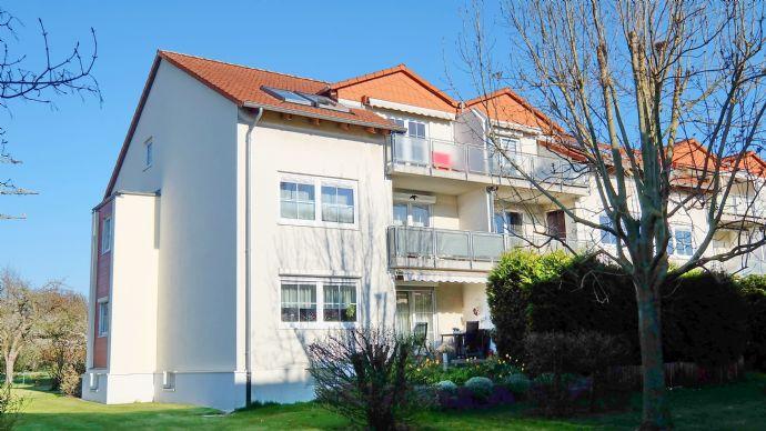 Großzügig Wohnen und sofort frei - 3-Zimmer-Dachgeschosswohnung mit EBK, Komfort-Bad, Balkon und G