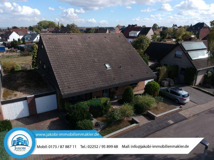 Freistehendes & großzügiges Einfamilienhaus mit ELW in Erftstadt - Erp.(Youtube-Video)