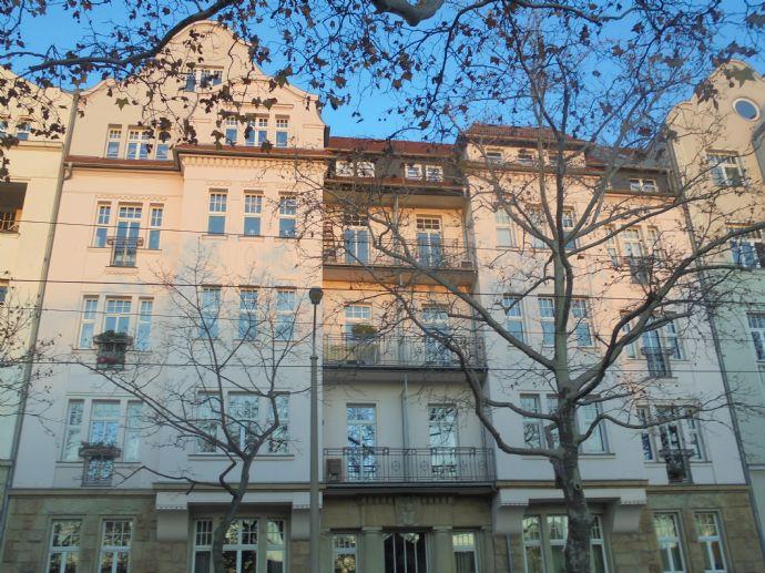 exkl. 4 Zimmer Dachgeschoßwohnung mit Parkett.Balkon,Lift,2 Bäder in hw.san. Jugendstilhaus in Leipzig Gohlis-Süd