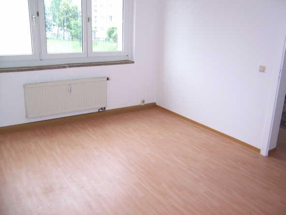 Schöne und günstige 3-Zimmer-Wohnung mit Loggia/Balkon