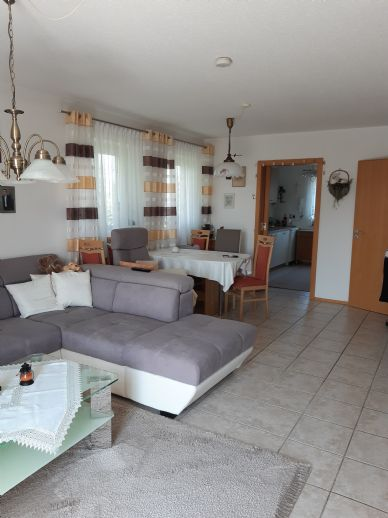 Behagliche 4-Zimmer-2.Obergeschoß-Wohnung mit TG in Deggendorf-Rettenbach
