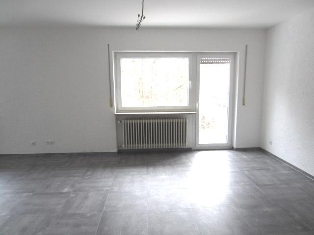 Erstbezug nach umfassender Renovierung 4 Zimmer Wohnung mit großer Dachterrasse
