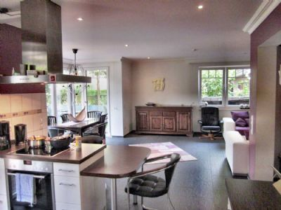 Küche,-Erker,-Wohnbereich