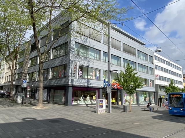/// TOP Lage nähe Königsplatz - 1 Zimmer Wohnung mit Einbauküche im 3.OG mit Fahrstuhl erreichbar