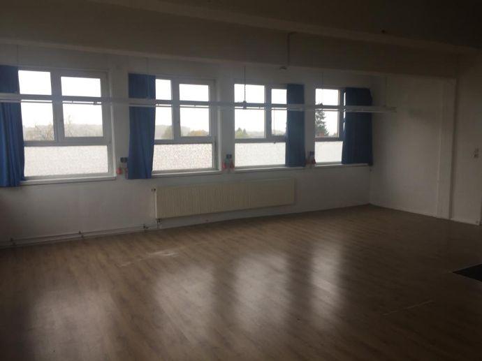 Lichtdurchflutetes Penthouse Atelier zu vermieten