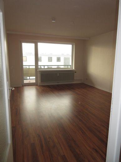 Moderne, helle 3-Zimmer-Wohnung mit Loggia