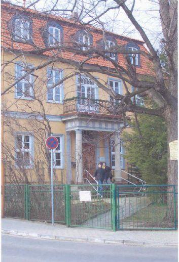 Schöne, helle 2-Zimmerwohnung in denkmalgeschützter Villa