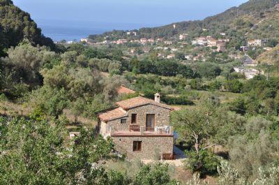 Cilento, Castellabate - Ferienhaus mit Pool und 2 schönen Ferienwohnungen in herrlicher Panoramalage mit Meerblick