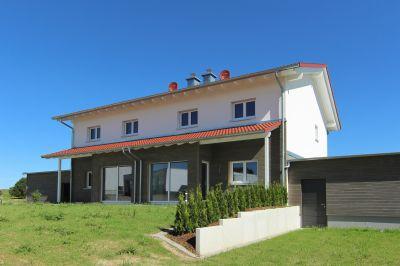 Doppelhaushälfte mit Süd-Terrasse und Doppelgarage! In Bad Saulgau/ Bierstetten.