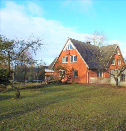 Zwischen SCHLESWIG und RENDSBURG, nahe KROPP * JUNGES LANDHAUS mit 3 Wohneinheiten auf großem Grundstück mit guter Energiebilanz