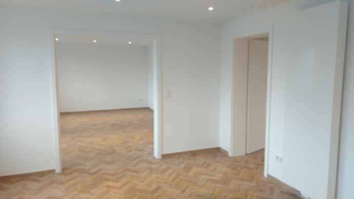 Erstbezug nach aufwendiger Sanierung einer nun hochwertig ausgestatteten 3 Zimmerwohnung mit Einbauküche