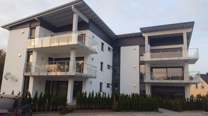 Energieausweis: Klasse A+ - Blick auf den Kanal - Luxuriöse 3,5 Zimmer Wohnung mit sehr großem Balkon