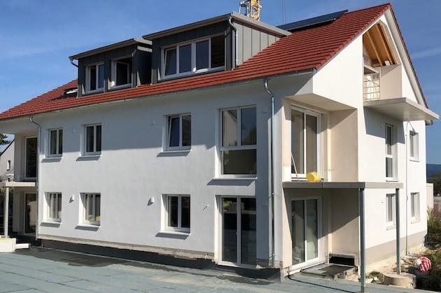**ERSTBEZUG** Freiburg Tiengen - Helle, moderne Dachgeschosswohnung inkl. Balkon mit einem einzigartigen Weitblick in die Rheinebene !