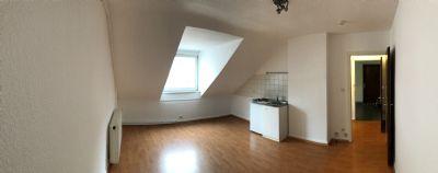 Stilvolle, vollständig renovierte 1-Zimmer-Dachgeschosswohnung mit EBK in Frankfurt/Main, Nordend.