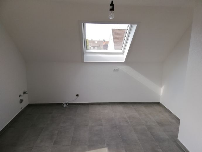 Ihr neues Zuhause - Erstbezug nach Renovierung - moderne 4 Zimmer Wohnung in der 2. Etage mit Balkon