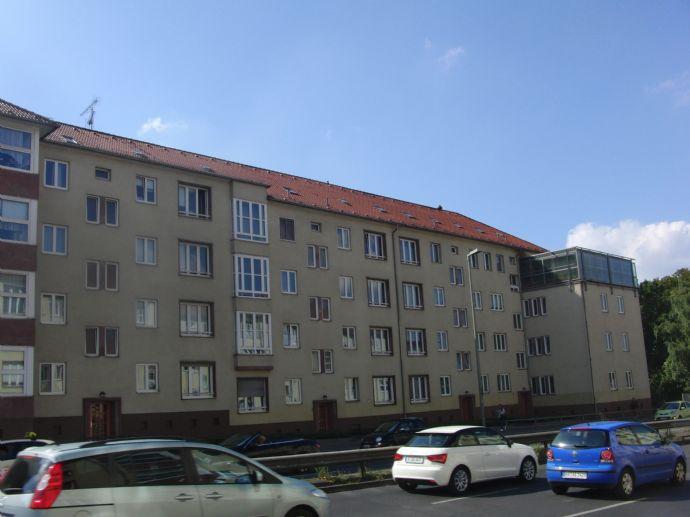 pkw stellpl tze halenseestr 1 9 au en stellplatz berlin 278nz44. Black Bedroom Furniture Sets. Home Design Ideas