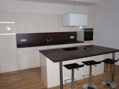 240 m² Wfl., 6 - Zimmer- Reihenhaus, mit Einbauküche,