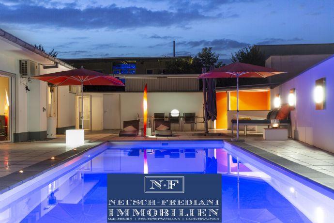 Atriumvilla im Bungalowstil mit Pool auf großem uneinsehbaren, parkähnlichem Grundstück