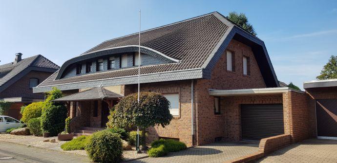 Traumhaus mit schönem Garten in ruhigem Wohnviertel und bester Lage in Grevenbroich Gustorf ----Maklerfrei-----