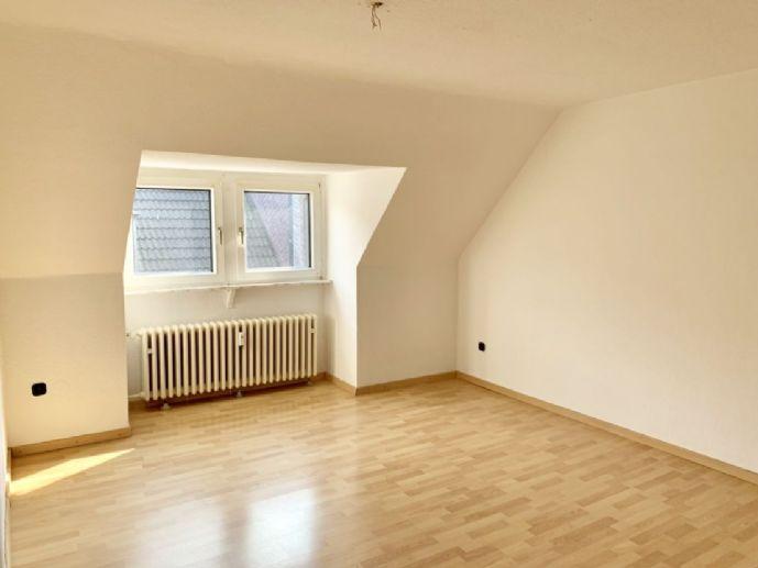 Geräumige und renovierte Dachgeschosswohnung in Duisburg-Meiderich!