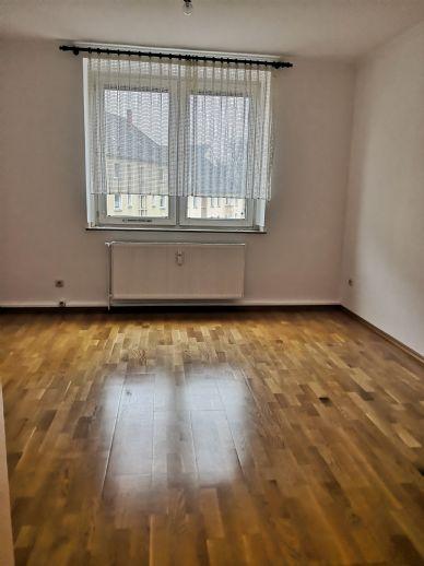 geräumige 3 Raum Wohnung mit eingerichteter Wohnküche