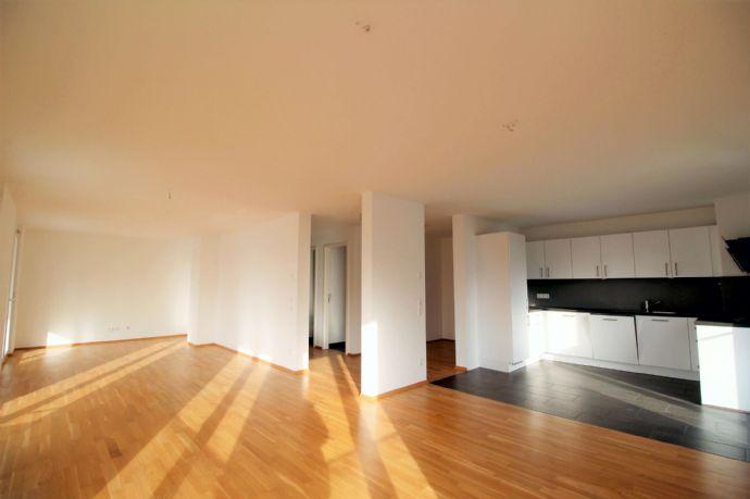 Traumhafte 4-Zi.-Wohnung im mit sehr großem Balkon