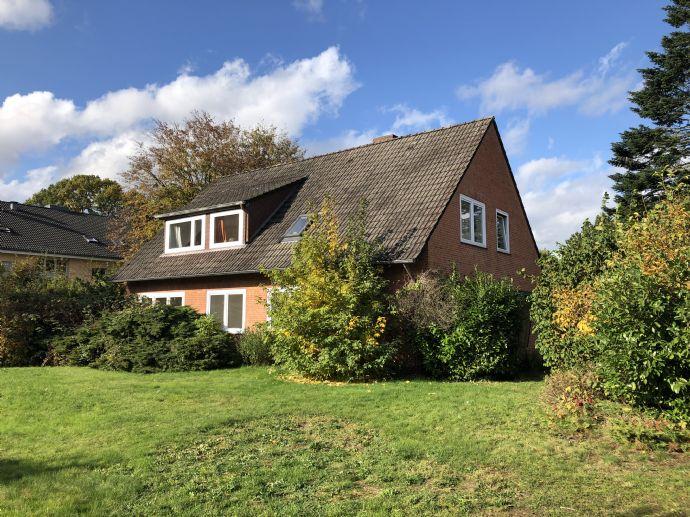 Freistehendes schönes Haus mit großem Grundstück