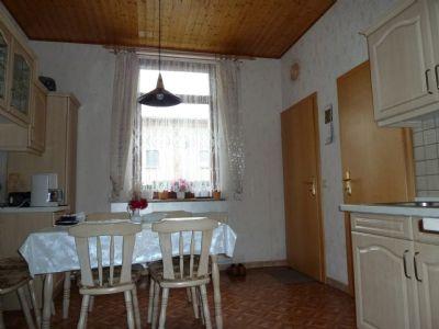 Küche mit Speisekammer und Hofausgang