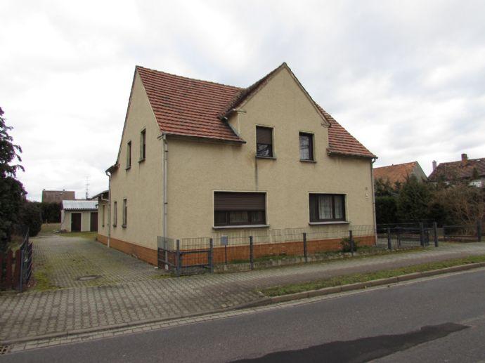 ger. EFH mit ELW und Nebengebäude in guter Lage von Guteborn