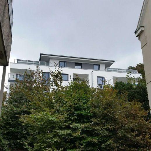Neubau-Komfort-Wohnung mit Terrasse u. kleiner Grünfläche