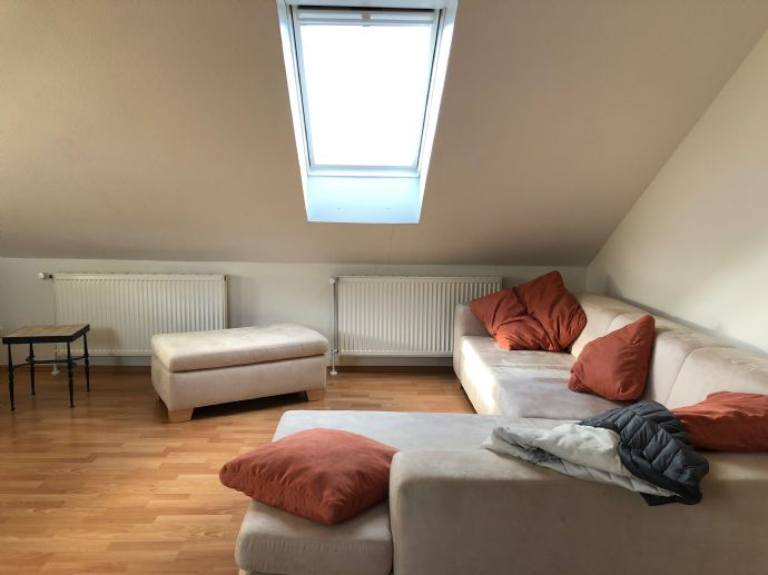 Schicke Dachgeschosswohnung in ruhiger Lage