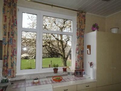 Blick von der Küche auf den Hof