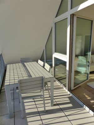 m blierte moderne loft in verkehrsg nstiger lage loft stuttgart 2apk247. Black Bedroom Furniture Sets. Home Design Ideas