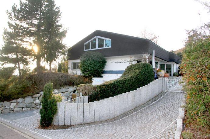 Exklusive Villa, herrliche Gartenanlage und einmaliger Fernblick