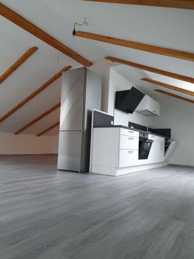 Sehr schöne helle 2-Zimmer-Wohnung mit Einbauküche im Dachgeschoss in Jockgrim zu vermieten