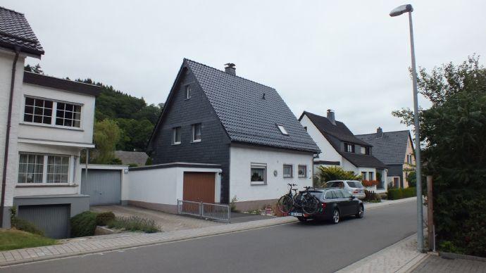Ein freistehendes Eigenheim zum fairen Preis...