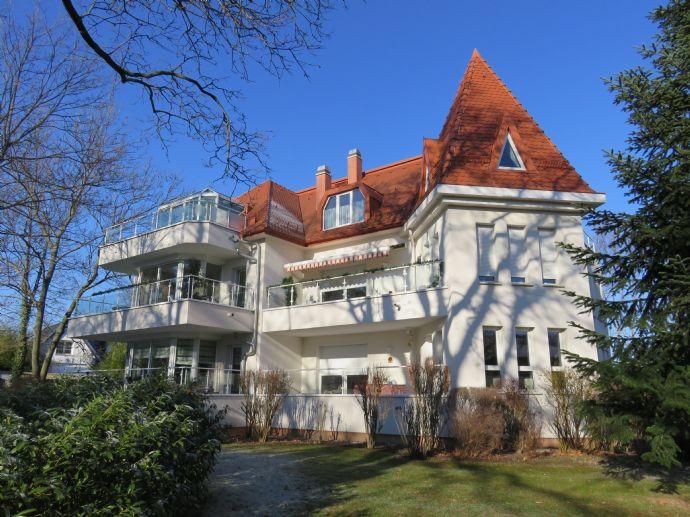 Dachgeschosstraum mit Südbalkon, Wintergarten, Kamin usw.