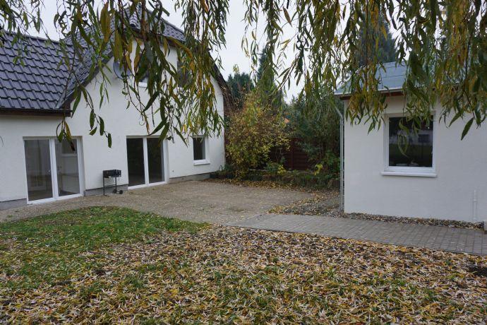 Einfamilienhaus mit Gästehaus und Garten am Cramoner See mit Doppel-Carport 15km von Schwerin