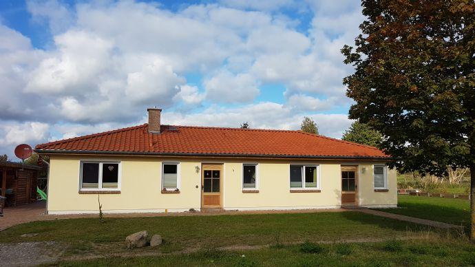 gepflegtes Einfamilienhaus im Bugalowstil am Rande der reizvollen Landschaft der Mecklenburger Schweiz