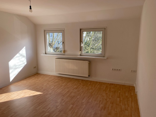 RS-Burger Straße, 2 Zimmer, KDB im gepflegten 2 Familienhaus mit Gewerbeeinheit
