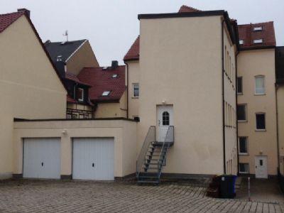 separater Eingang zur Wohnung mit Garagen