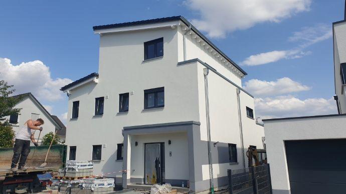 Höchst attraktive 4-Zimmer Maisonette ca. 145,15 m² in 1.OG und DG eines Zweifam.Hauses
