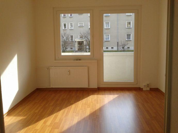 3- Raumwohnung mit Balkon - neu saniert  !