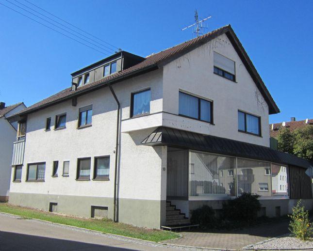 Wohn/Geschäftshaus mit 2 Garagen in guter Lage